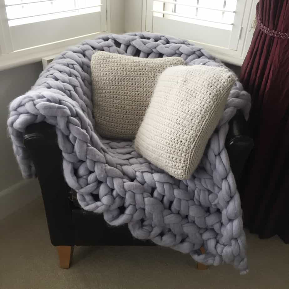 Chunky Arm-Knitted Blanket | DIY Christmas Gift
